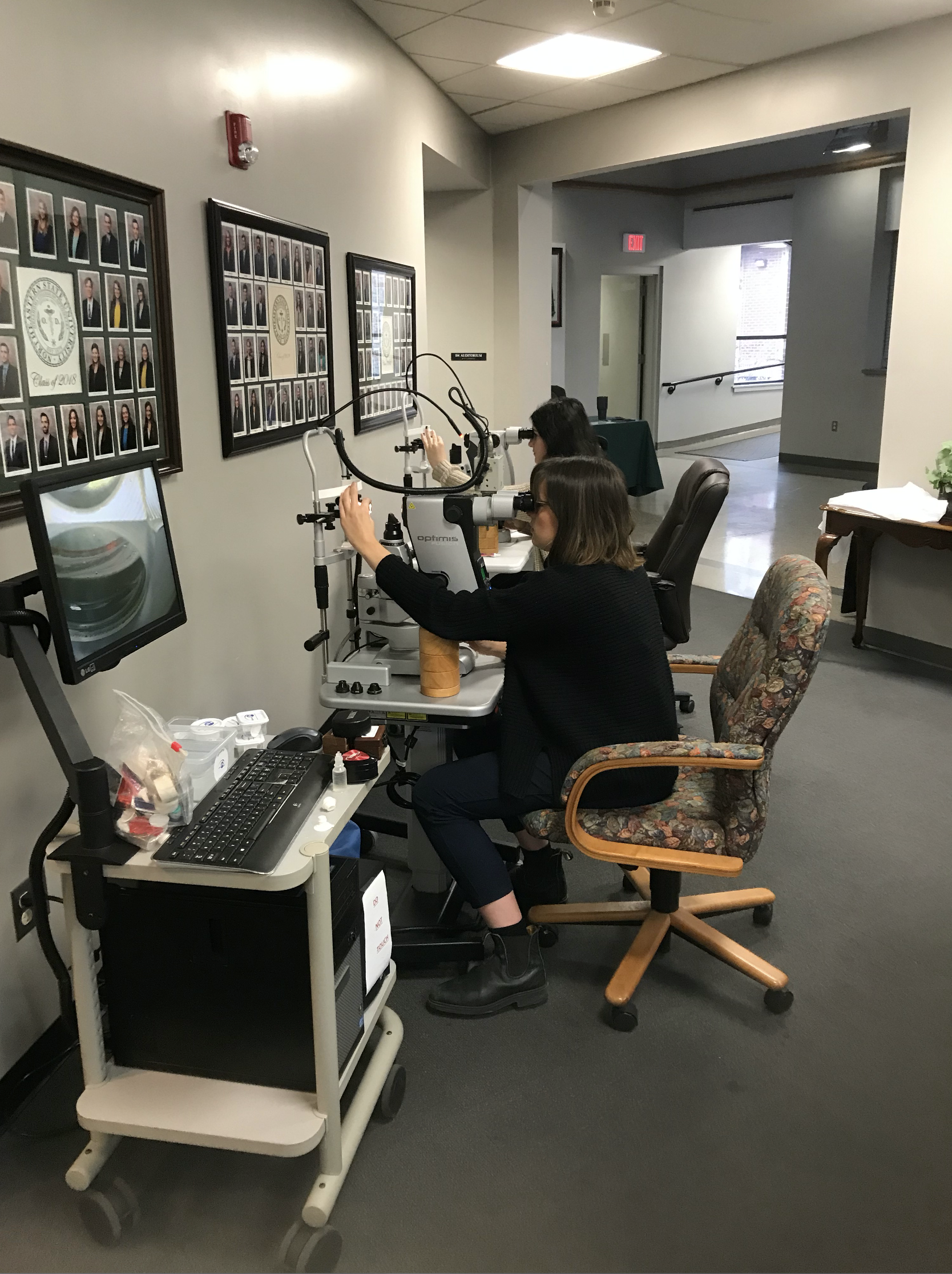 Doctors receiving hands-on laser. Optometry Offers Continuing Education thumbnail